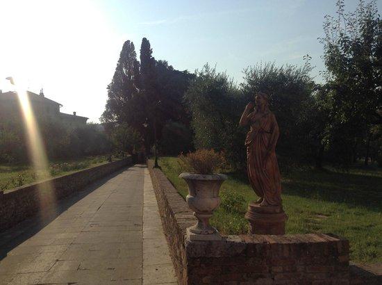 Palazzo di Valli: Via ingresso