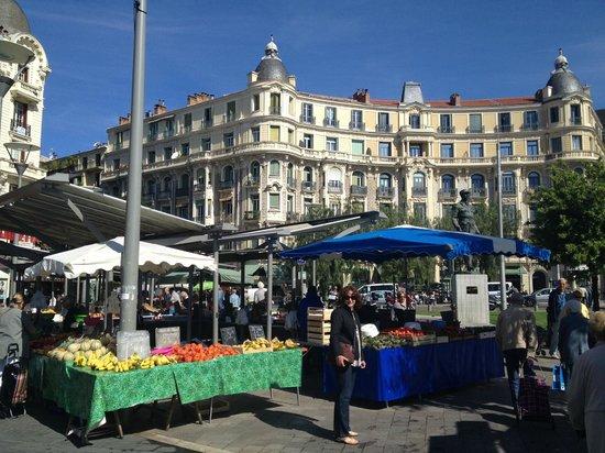 Hotel Villa St-Hubert: Morning markets on way to city centre