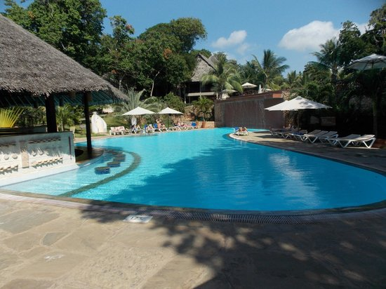 Baobab Beach Resort & Spa: Maridadi pool + bar