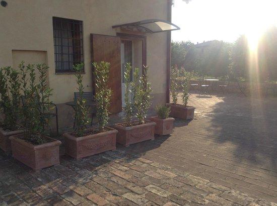Palazzo di Valli: ingresso camera dalla terrazza