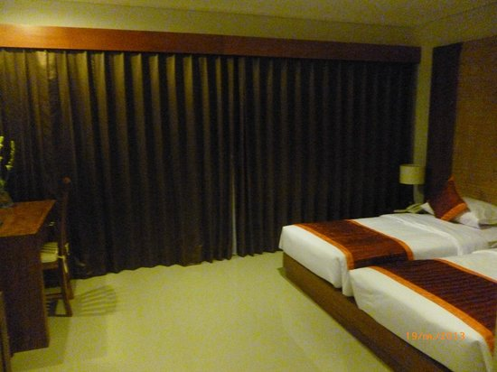 Putri Ayu Cottages: Room