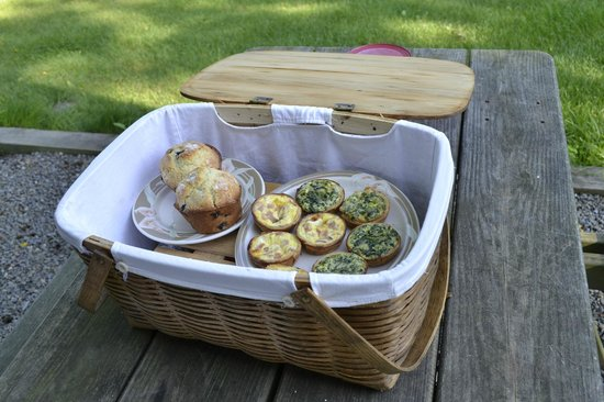Finger Lakes Mill Creek Cabins : Our delicious Sunday morning breakfast. Fresh muffins, quiche, fruit and juice.
