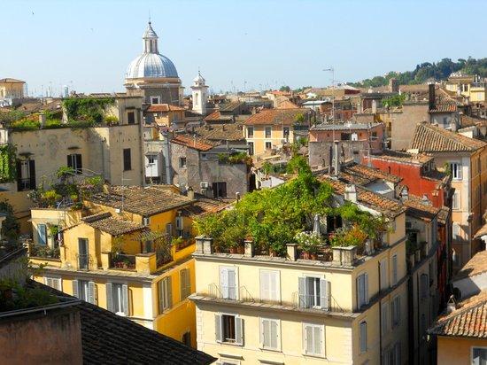 Boutique Hotel Campo de Fiori: roof top view of Rome