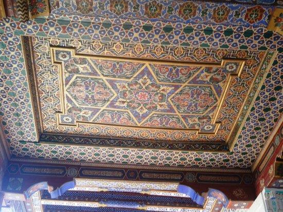 Beautiful Khodja Abdi Darun Shrine: Roof Center