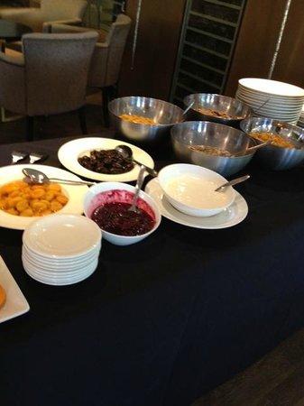Hogarths Hotel: Breakfast Buffet