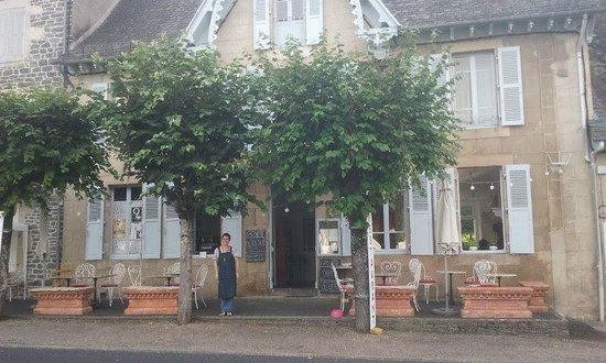 L'Assiette place d'Empaeyssine 15700 Tel:0471405648 Pleaux. Cantal, France