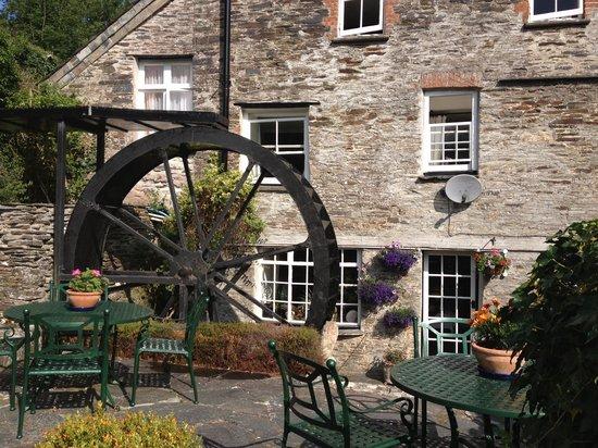 The Old Mill House: Lovely garden