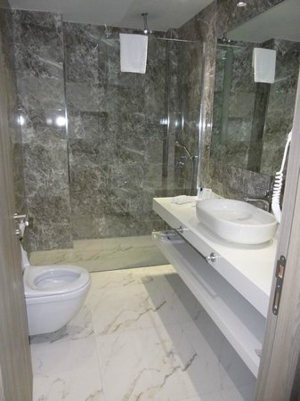 Delta Beach Resort: salle de bain renovée