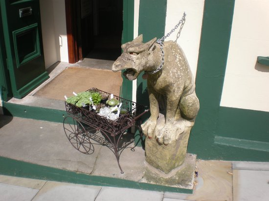 The Georges Restaurant & Cafe Bar: Gargoyle!