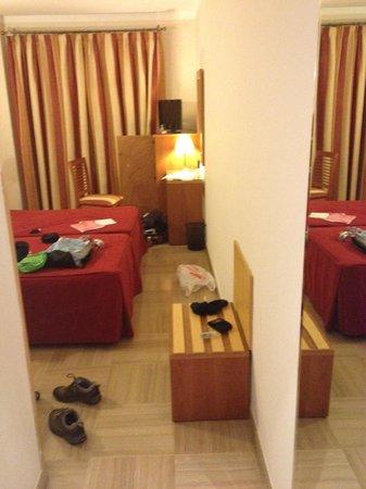 Cordoba Centro: room - minus the mess