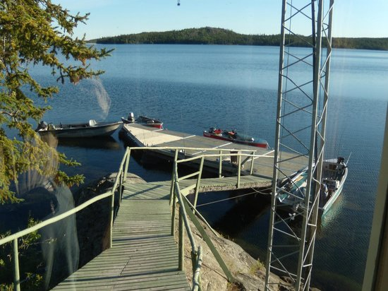 Hearne Lake Lodge: Excellent boats and a good dock