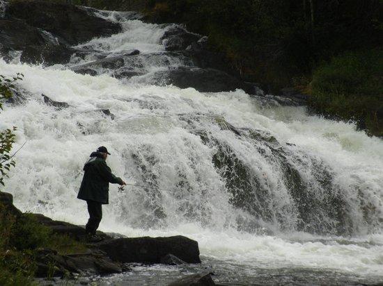 Hearne Lake Lodge : Beaulieu River Falls