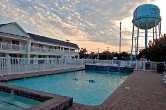 Madison Avenue Beach Club Motel: Outdoor heated pool and jaccuzzi