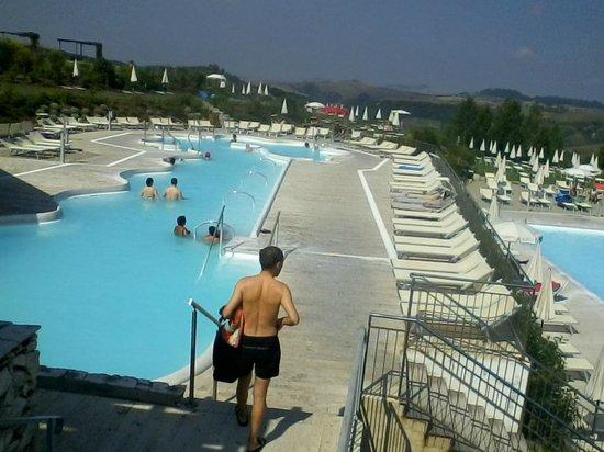 La piscina termale con gli angoli idromassaggio foto di - San giovanni in persiceto piscina ...