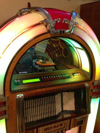 Southern Kitchen : I do like the jukebox. In some booths, you can can pay (very inexpensively) to select songs.