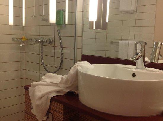 Movenpick Hotel Frankfurt am Main City: bathroom