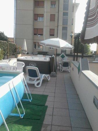Hotel Mariani: piscina
