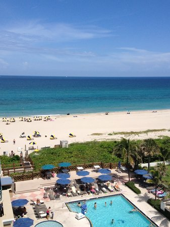 Hilton Singer Island Oceanfront/Palm Beaches Resort: View from my room on 8th floor, south side, middle of building