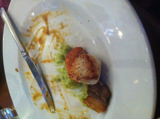 Royal Castle Hotel: Dish of the week, pork belly confit, large scallops and a pea-mash. Blinding!