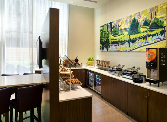 SpringHill Suites New York Midtown Manhattan/Fifth Avenue : Our Delicious Breakfast with plenty of healthy options
