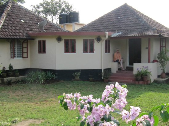 Gouri Farms: Guest House and lawn