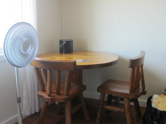 Eagle River Inn: table with chairs