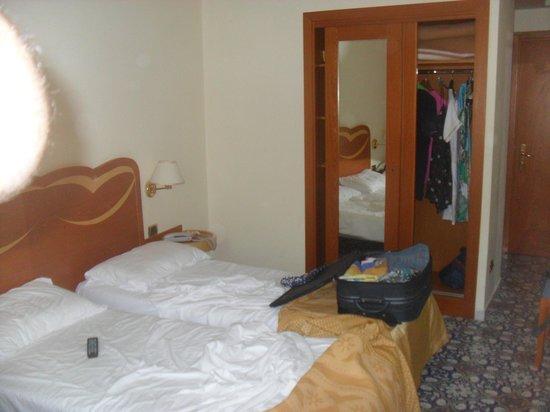 Hotel Albatros : Camera lato armadio