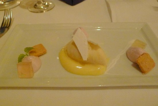 Caprice (Central): Pre-appetiser dish at Caprice