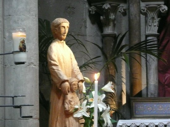Notre-Dame de Dijon : Statue inside church