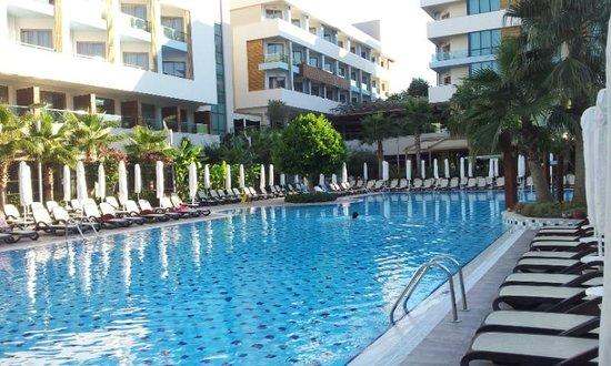 Port Side Resort Hotel: piscine de l'hotel