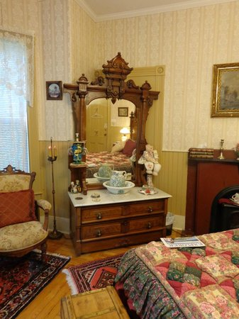 King George Inn: Antique washstand