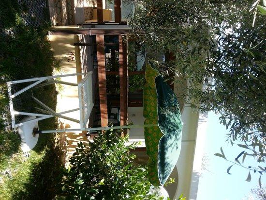 Villaggio San Matteo: il terrazzino della camera con giardino davanti