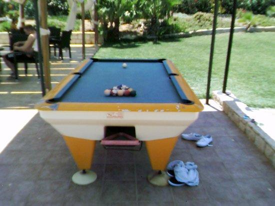 Ran-Mari Apartments : Pool table