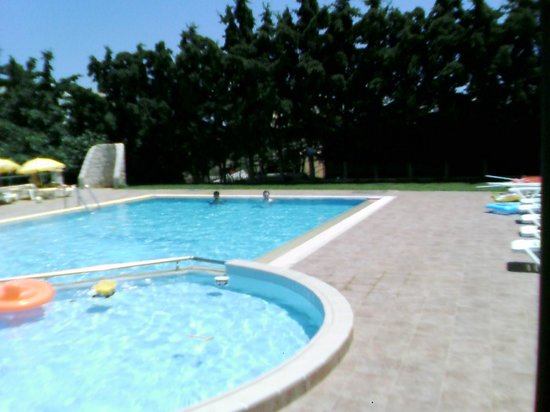 Ran-Mari Apartments : Pool