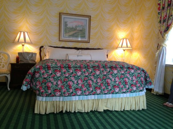 The Greenbrier: King Bed