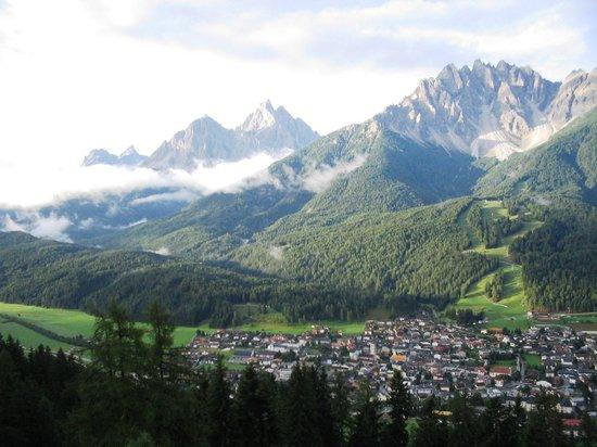 Glinzhof Mountain Natur Resort Agriturismo: Monti Baranci