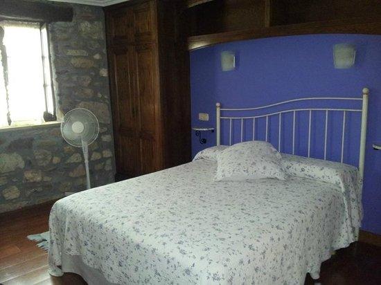 Casa Rural Jesuskoa: habitacion acogedora y limpia