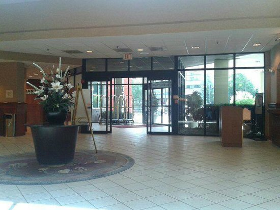 Crowne Plaza Dulles Airport Hotel: Lobby