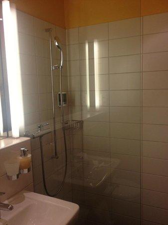 Hotel Garni Chesa Mulin: Love this shower...