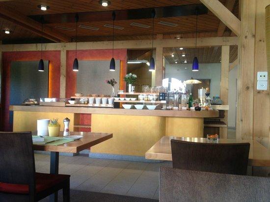 Hotel Garni Chesa Mulin: Breakfast setup