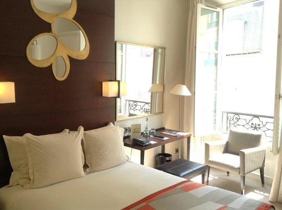 Hotel le Senat: Small but spacious room