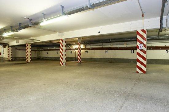 Apartmenthouse Berlin: Tiefgarage