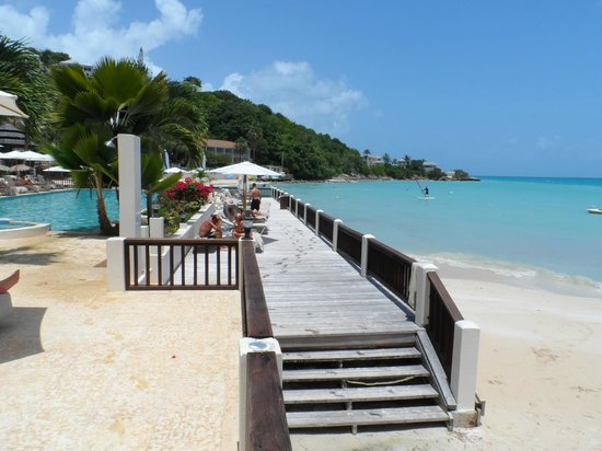 Blue Waters Antigua: The decking area overlooking the sea