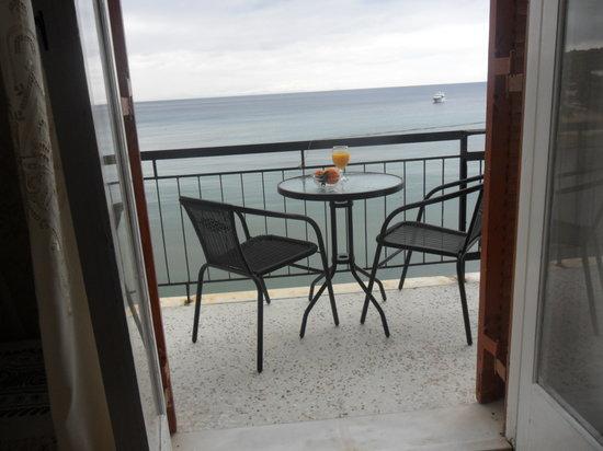 Oasis Hotel by Svetlana and Michalis: Вид с балкона