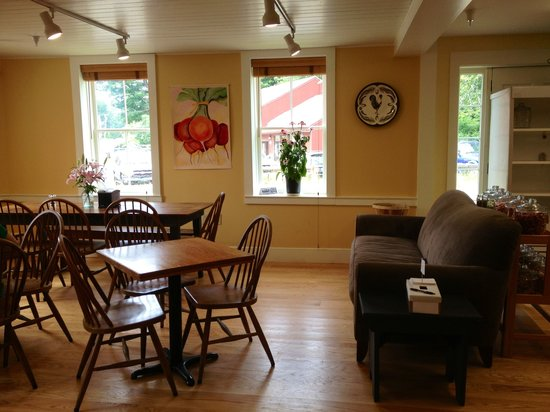 Guilford Country Store and Cafe: Indoor Seating