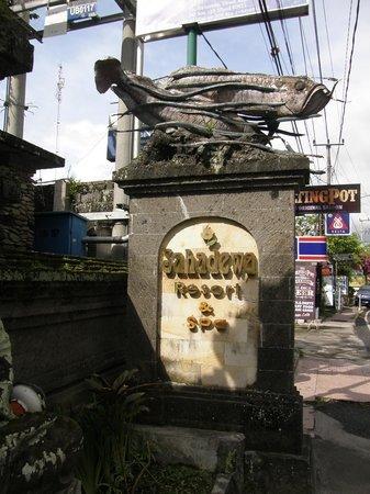 Sahadewa Resort & Spa: Entrée du site hôtelier