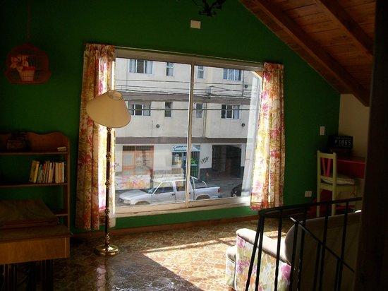 Kospi Boutique Guesthouse: Hermoso este lugar común con un cómodo sillón, libros y sol para disfrutar de un descanso.