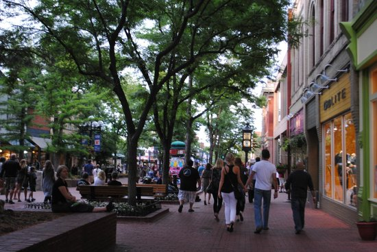 Pearl Street Mall: Great environment at Pearl Street