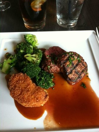Isa's French Bistro: Best Filet I have ever enjoyed. I'll be back...