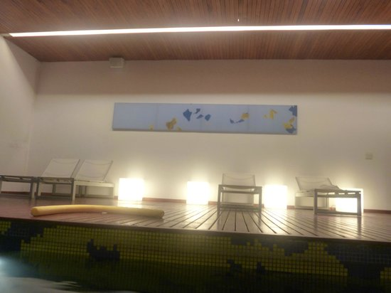 Hotel Boca by Design Suites: Pileta con reposeras